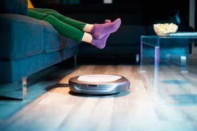 Aspirador robô Roomba que limpa a casa
