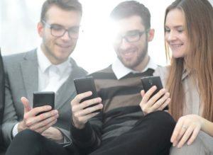 A boa resolução ficará evidente ao assistir vídeos no seu celular